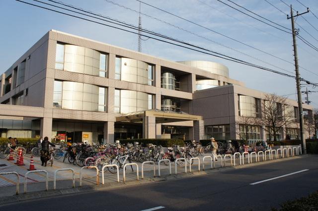 弦巻営業所の目の前に光り輝く世田谷区立中央図書館